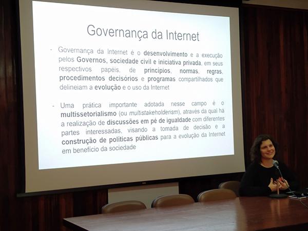 Politizar as tecnologias, com Nathalia Sautchuk